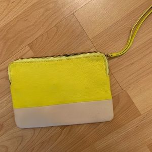 Gap wristlet, great size, awesome condition!